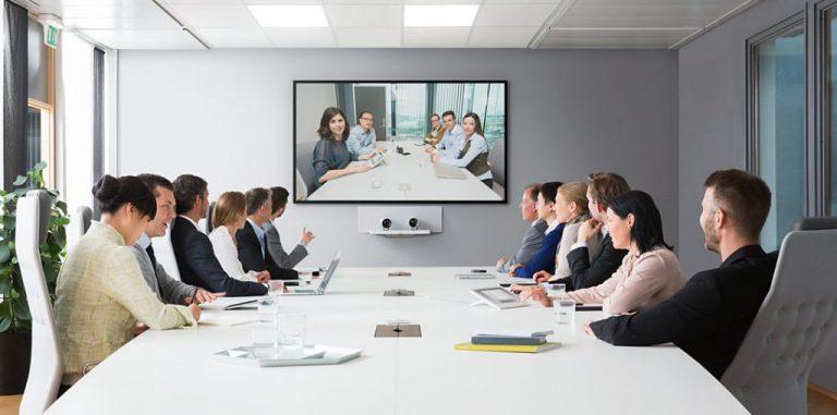 Les équipements audiovisuels indispensables pour une salle de conférence